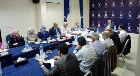 رئيس الحكومة يشرع في المشاورات مع جميع الأحزاب الممثلة في البرلمان