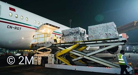 """بومباي.. طائرة مغربية تشرع في تحميل أول شحنة من لقاح """"أسترازينكا"""" في اتجاه البيضاء"""