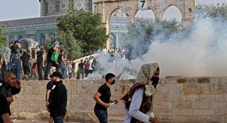 قوات الاحتلال تنسحب من المسجد الأقصى بعد إصابة مئات الفلسطينيين