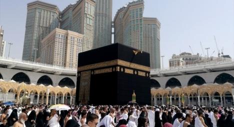 """السعودية تحظر """"العمرة"""" وزيارة المسجد النبوي بسبب """"كورونا"""""""