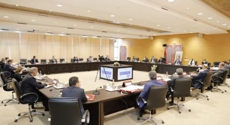 لجنة الاستثمارات تصادق على 23 مشروع اتفاقية استثمار بقيمة 9,74 مليار درهم