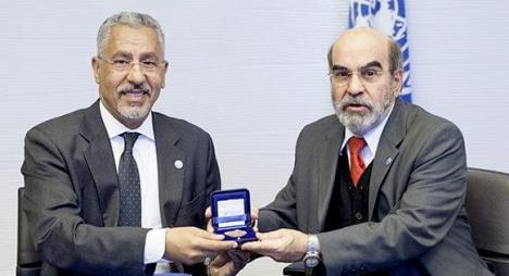 خبير مغربي يفوز بالميدالية الذهبية لمنظمة (الفاو) تقديرا لجهوده في تطوير زراعة النخيل