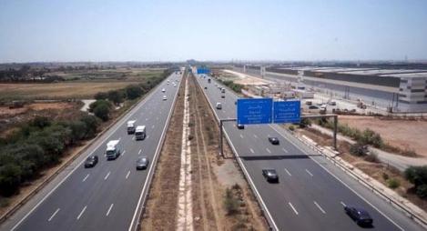 بوليف يعرض أرقام النقل البري عبر الطرق السيارة في فترة الصيف