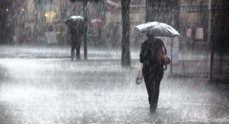 الأرصاد الجوية تتوقع زخات رعدية قوية بعدد من أقاليم المملكة