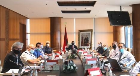 """العثماني يرحب بمقترحات خبراء مغاربة لمواجهة الآثار الاقتصادية والاجتماعية لجائحة """"كورونا"""""""