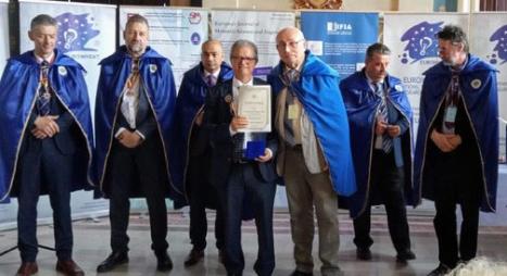 رومانيا.. توشيح مغربي بوسام ضابط عن مساهمته في تقدم العلوم والاختراعات في العالم