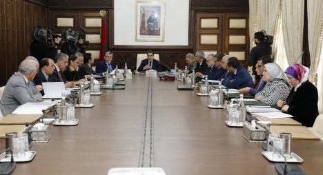 """الحكومة تصادق على مرسوم يهدف إلى زيادة الموارد المالية لصالح وكالة """"السلامة الطرقية"""""""