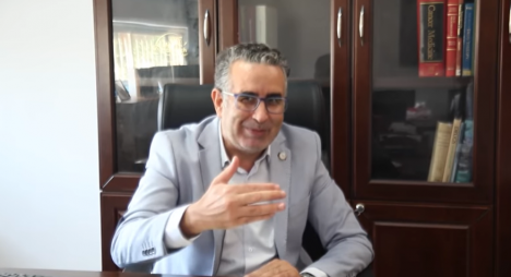 البروفيسور الإبراهيمي يوضح بخصوص تأخر عملية التلقيح بالمغرب