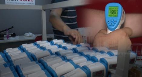 """نبوغ في زمن """"كورونا"""".. جهاز مغربي الصنع لقياس درجة الحرارة"""