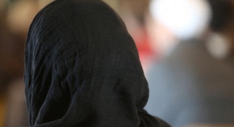 مدرسة أمريكية توقف أستاذة نزعت حجاب طالبة