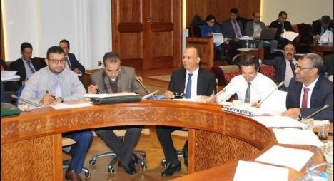 """""""لجنة المالية"""" بمجلس النواب تصادق بالأغلبية على الجزء الأول من مشروع مالية 2020"""