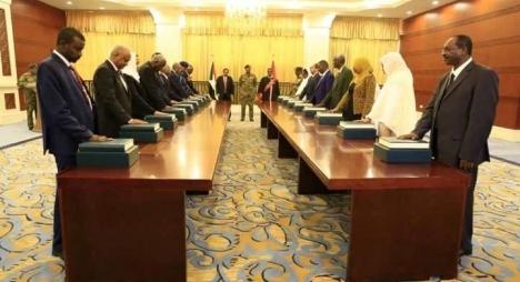وزراء الحكومة الجديدة بالسودان يؤدون اليمين الدستورية