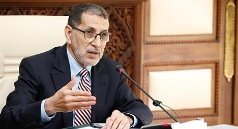 """رئيس الحكومة: ارتفاع عدد إصابات """"كورونا"""" فرض تطبيق الإجراءات الاحترازية في جميع المؤسسات"""