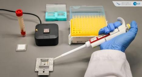 """مركز أبحاث مغربي ينجح في تصميم جهاز لفرز العينات السلبية لـ""""كورونا"""" بشكل آني"""