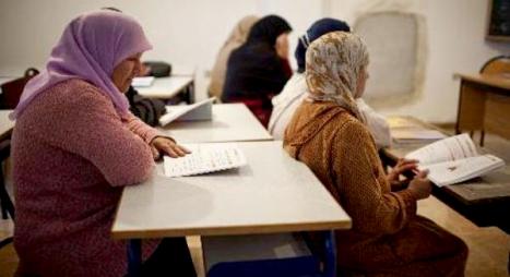 أزيد من 290 ألف مستفيد من دروس محو الأمية عن بعد