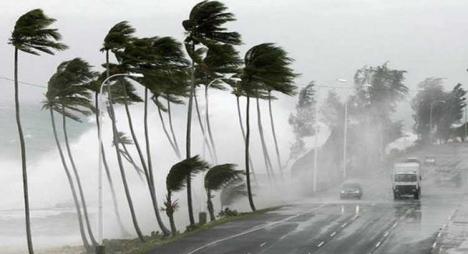 أمطار عاصفية ورياح قوية بعدد من المناطق الأحد والاثنين