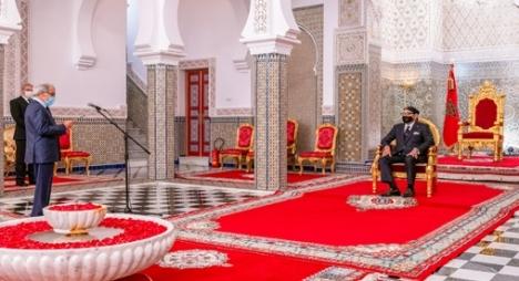 والي بنك المغرب يقدم لجلالة الملك التقرير السنوي حول الوضعية الاقتصادية والمالية