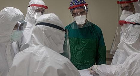 """""""كورونا"""" يصيب أزيد من 230 ألفا من العاملين في مجال الرعاية الصحية"""