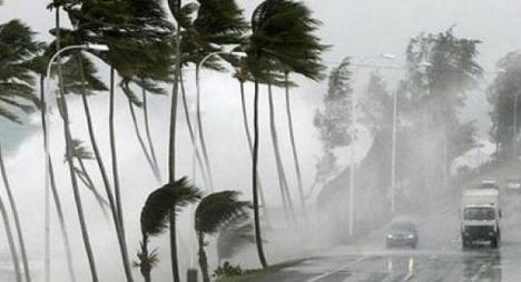 نشرة إنذارية: زخات مطرية ورياح قوية بعدد من مناطق المملكة