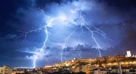 نشرة خاصة..زخات مطرية رعدية قوية بعدد من أقاليم المملكة