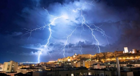الأرصاد الجوية تتوقع زخات رعدية قوية مصحوبة بالبرد بعدد من أقاليم المملكة