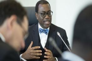 """رئيس """"البنك الإفريقي"""": الإنتاج الصناعي..."""