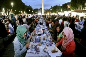 """كيف يقضي """"مغاربة العالم"""" شهر رمضان؟"""
